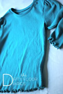 GAP inspired DIY shirt, Girls Shirt, Easy DIY shirt, Cute gift for girls, inexpensive crafts, easy tutorial